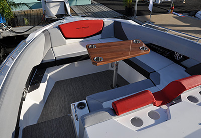 Cruisers Yachts 328 SS Bow