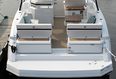 Cruisers Yachts 390 Express Coupe Seat position 1
