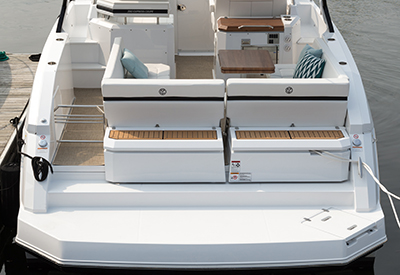 Cruisers Yachts 390 Express Coupe seat position 2