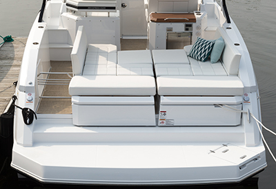 Cruisers Yachts 390 Express Coupe seat position 3