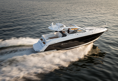 Cruisers Yachts 390 Express Coupe Sideview