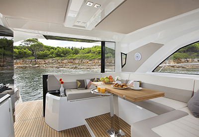 Jeanneau Leader 46 - Dinette looking aft