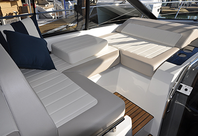 Jeanneau Leader 46 - lounge area
