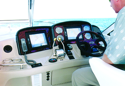 Sea Ray 500 Sundancer - Helm