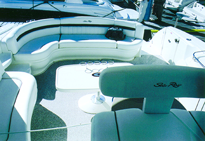 Sea Ray 500 Sundancer - Cockpit