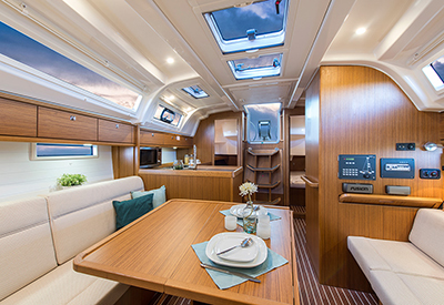 Bavaria 37 Salon
