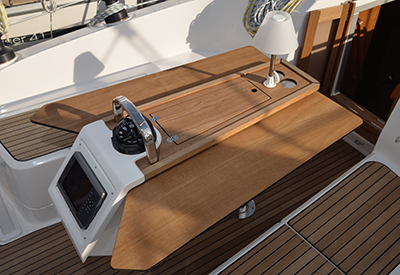 Bavaria 37 Above deck