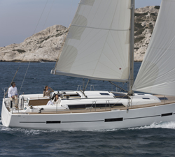 images/stories/boat-review/sail/DUFOUR%20410-running%20-%20C.jpg