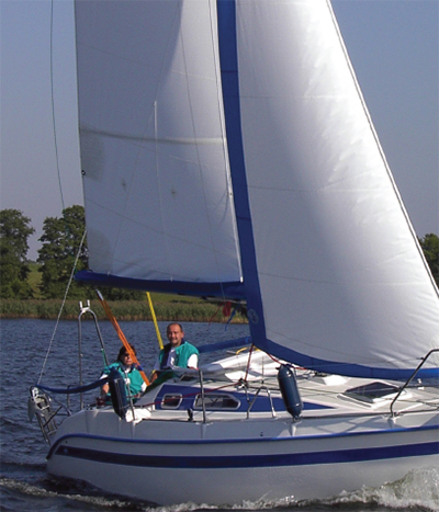 TES 678BT - Under sail