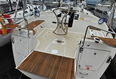 Marlow-Hunter 31 - Cockpit